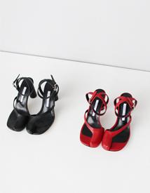 18089 strap sandal ♩