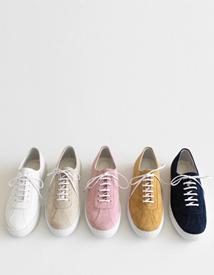 Tiny sneakers ♩