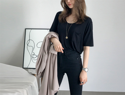 Loose pocket tee