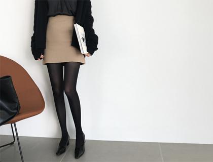 Non mini skirt