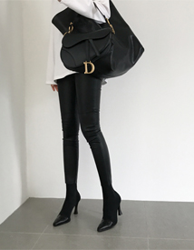 Chic leather skinny