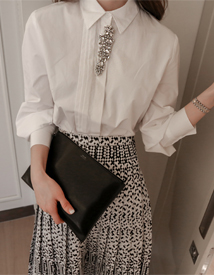 Prin brooch blouse