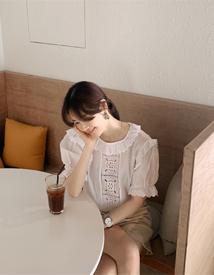 Girlish frill blouse