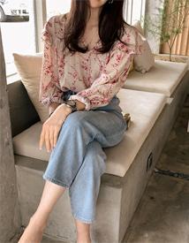 V-frill blouse