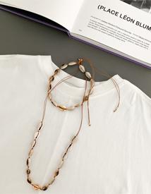 Shellfish necklace