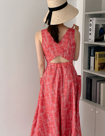 Backhole sleeveless dress