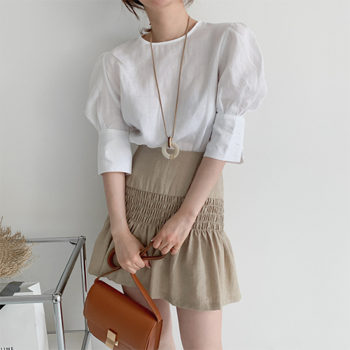 Weather puff blouse