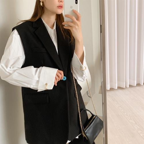 Modern line vest