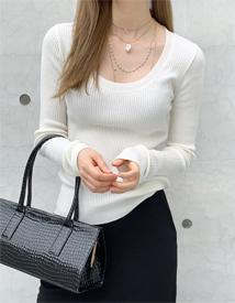 Deep U-neck golgi knit