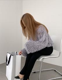 Color swan knit
