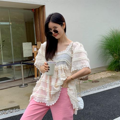 Very shirring blouse