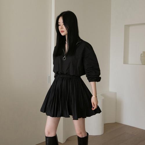 Under pleats dress